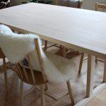 snedkerfremstillet bord i bøg